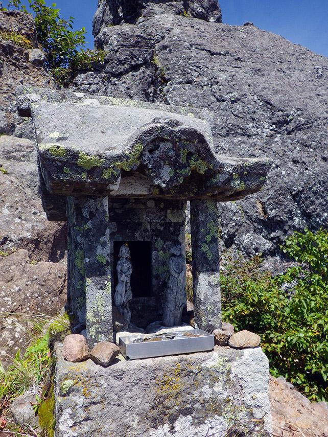 権現岳の檜峰神社